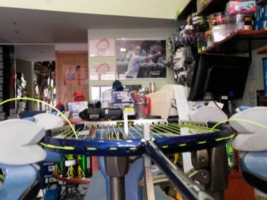 Špananje badminton reketa